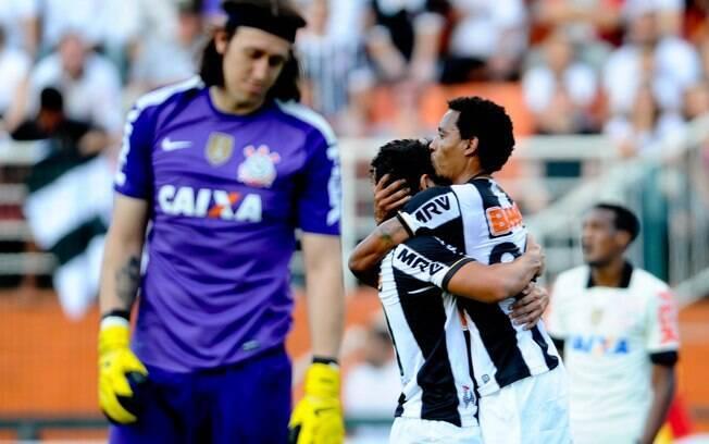 Rosinei comemora ao marcar sobre Cássio o gol  da vitória do Atlético-MG em cima do Corinthians