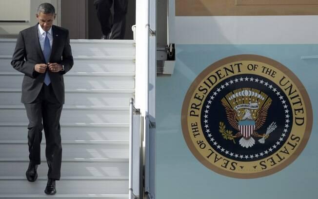 Obama sai de seu avião ao chegar em São Petersburgo, na Rússia, para a reunião do G20 (5/9/2013)