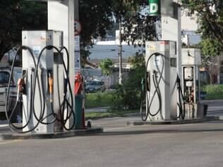 Condutor de Astra roubado foi flagrado na bomba de posto de combustível