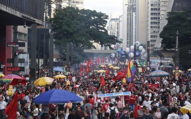 Manifestação da greve geral contra reforma da Previdência na Avenida Paulista, em São Paulo
