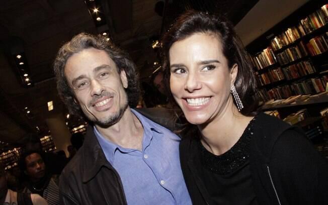 O escritor Guilherme Fiuza e a namorada, Narcisa Tamborideguy