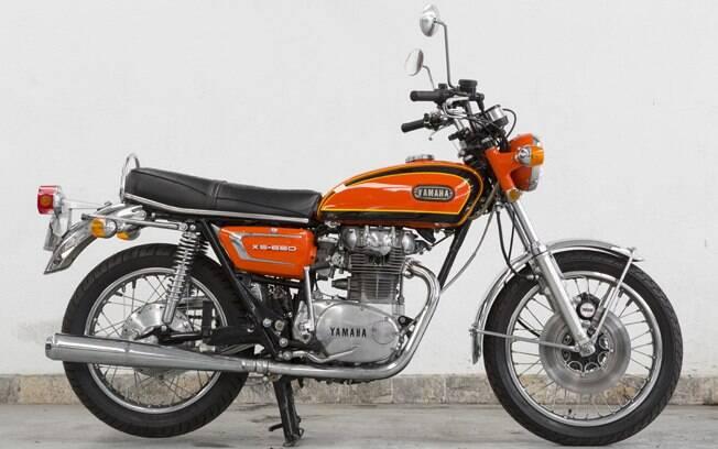 Esta Yamaha XS 650 é uma XS-1B, de 1971, com o freio dianteiro da XS-2 de 1972