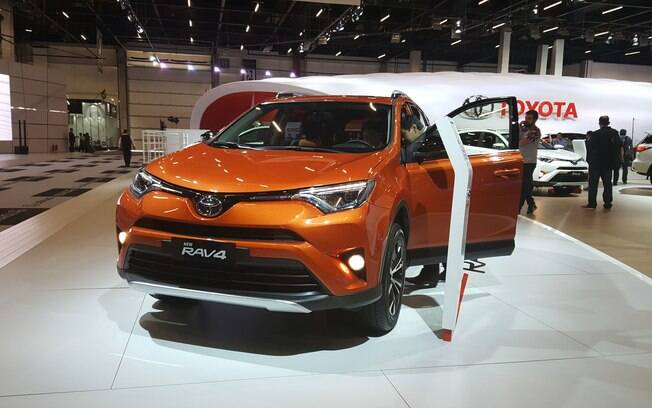 Reestilizado, o Toyota RAV4 chega ainda no 1º semestre de 2017, com nova opção 2.5 de 179 cv.