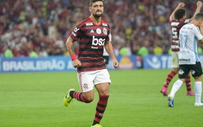 Arrascaeta marcou um dos gols da vitória flamenguista sobre o Grêmio