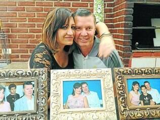 Cara metade.  Sandra, 45, e Diogomar, 48, se casaram oito meses após se conhecerem em site de relacionamento para meia-idade