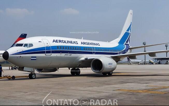 Após 25 anos, Aerolineas Argentinas volta ao Brasil com a pintura que resgatou história da companhia
