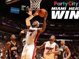 LeBron James comandou mais uma grande vitória do Heat na temporada regular da NBA