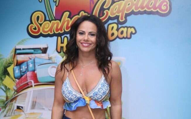Após briga com Gracyanne, Viviane Araújo curte festa com famosos