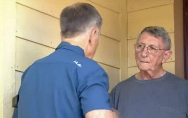 Alan Bischof conversa com repórter em Houston, nos Estados Unidos