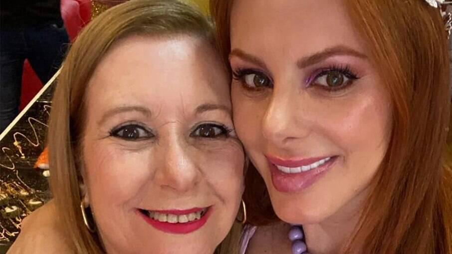 Deborah Albuquerque e a mãe