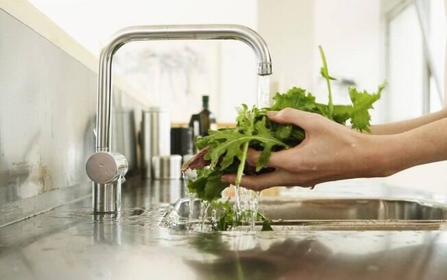 Gua da roupa pode regar plantas saiba como reaproveitar - Condizionatore perde acqua dentro casa ...