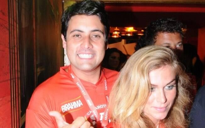 Ludmila Dayer e o amigo Bruno de Luca no camarote Brahma no Rio