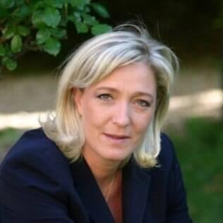 A política Marine Le Pen é presidente do Front National, partido francês de extrema direita