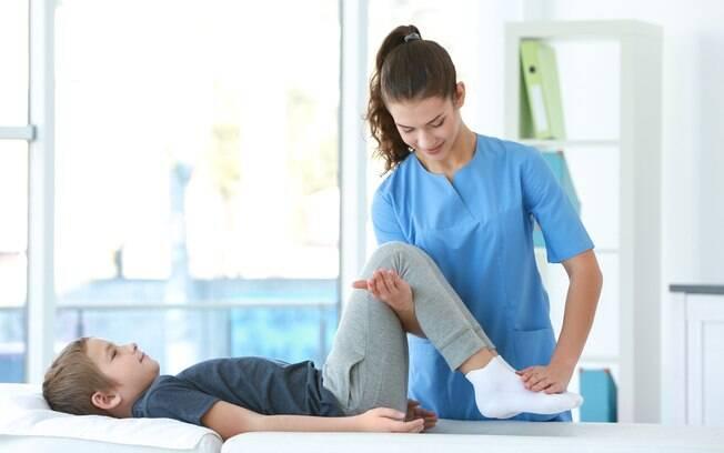 O portador da distrofia muscular de Duchenne perde os movimentos da perna até, geralmente, os 12 anos