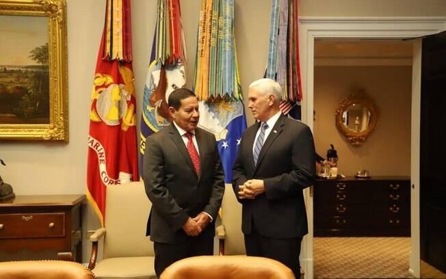 Mourão se encontrou com Mike Pence em visita a Washington
