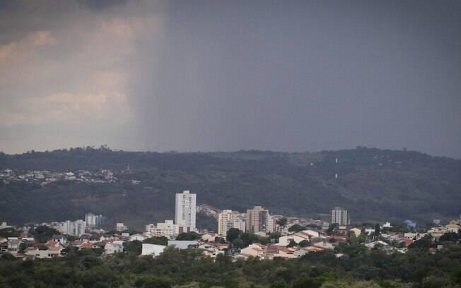 Segunda-feira tem previsão de sol e pancadas de chuva a tarde