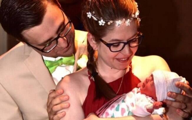 Mulher consegue se casar em hospital horas após dar a luz