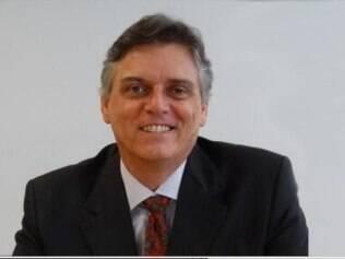 Leonardo Brescia é professor universátio