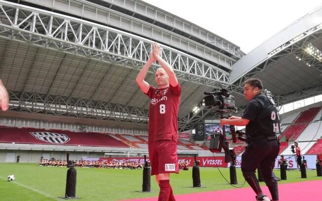 Iniesta transferiu-se para o Vissel Kobe, do Japão, após 18 anos no Barcelona