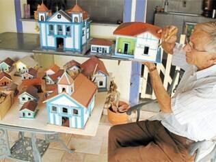 Aposentado tem como hobby fazer miniaturas