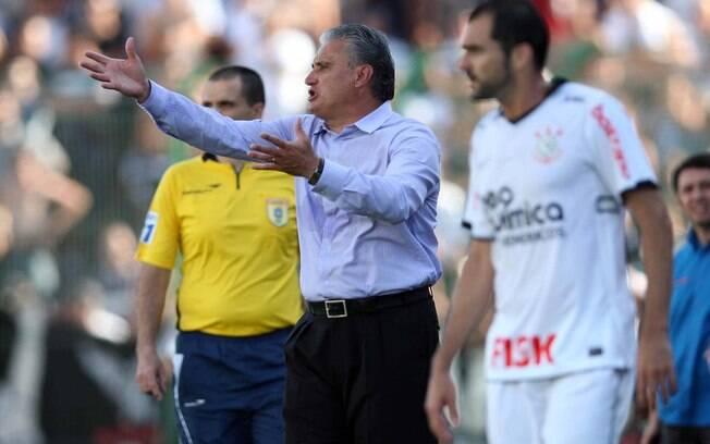 Tite orienta o time na penúltima rodada do  Brasileirão 2011