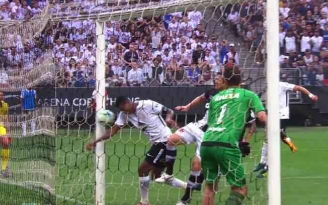 Jô marcou de braço e o Corinthians venceu o Vasco em Itaquera
