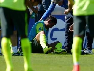 Paulinho deu uma dividida com Bernard no treino do último sábado e não participou do coletivo neste domingo