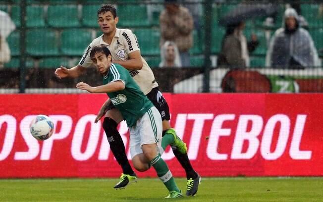 Valdivia marcou o gol da vitória sobre o  Figueirense por 3 a 2, pela nona rodada