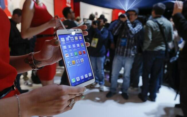 O smartphone Huawei Ascend Mate 2 é um dos lançamentos da empresa chinesa na CES 2014