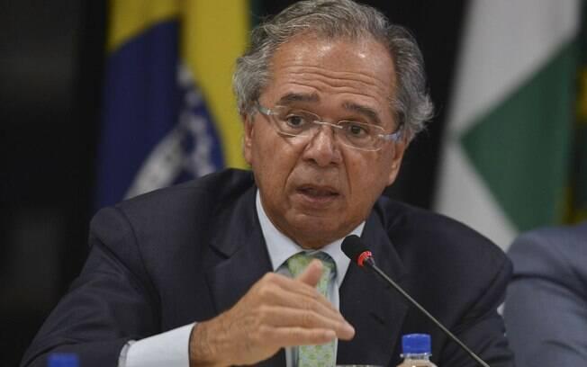 Paulo Guedes pensa, desde janeiro, em maneiras de reduzir impostos das empresas criando novos tipos de tributos