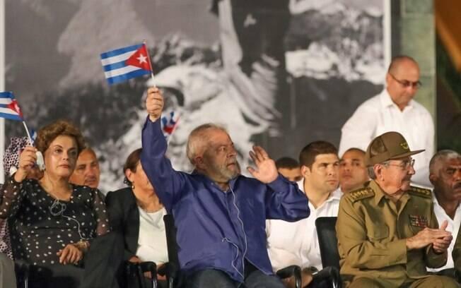 Dilma e Lula em Cuba prestando homenagens a Fidel Castro, que faleceu em 25 de novembro de 2016