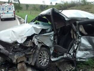 Condutor do Tempra morreu no local