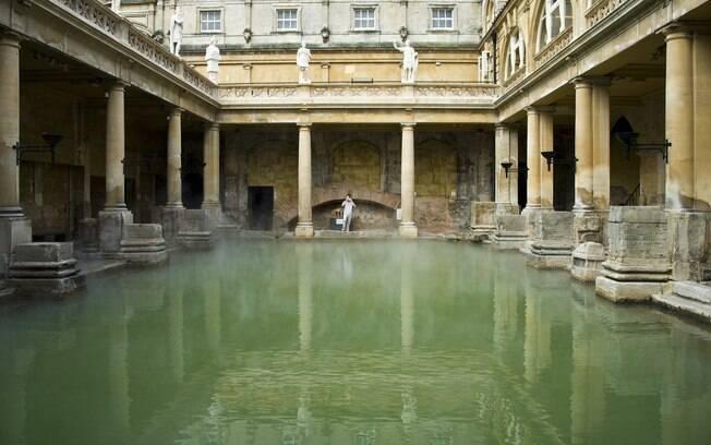 Banhos romanos fazem de Bath referência na Inglaterra