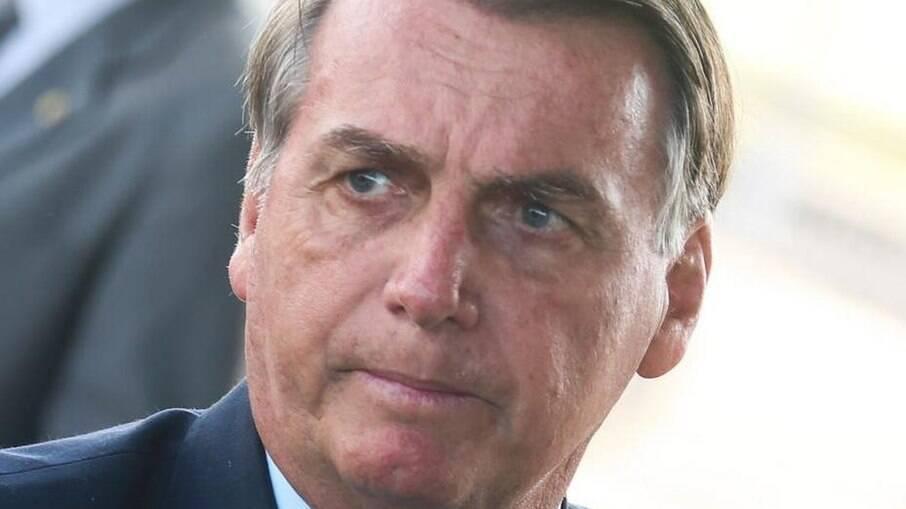 Bolsonaro sanciona lei e autoriza candidatura de políticos com contas rejeitadas