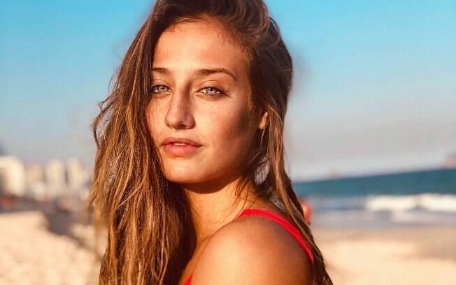 Bruna Griphao posa sensual com maio cavado e recebe chuva de elogios de seus seguidores no Instagram
