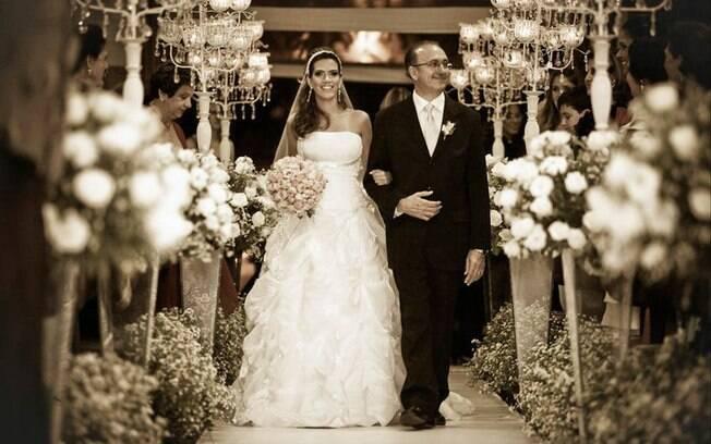Uiara entrando na igreja: em três meses, casamento para 500 convidados