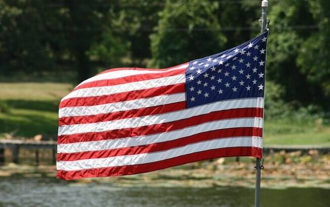 EUA embaixada bandeira