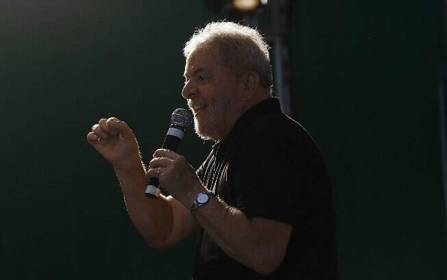 Ex-presidente Luiz Inácio Lula da Silva está preso desde abril do ano passado na Superintendência da PF em Curitiba