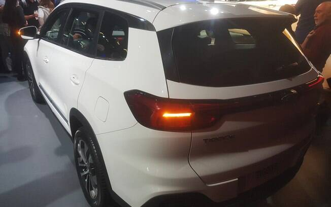 Caoa Chery Tiggo 8 mostrado no Salão do Automóvel 2018 vem com lanternas traseiras com LED no lugar de  lâmpadas