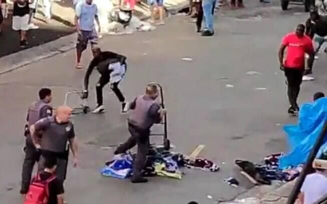 Confronto aconteceu após agentes apreenderem produtos ilegais de alguns comerciantes