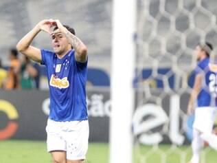 Após desperdiçar algumas chances, Goulart acertou o pé e marcou o gol da virada celeste