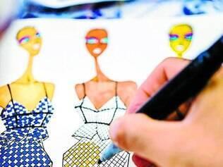 Referências. O estilista Ronaldo Fraga se apoia em elementos recorrentes nos quadros de Portinari, como os balões, para conceber instalações, além de roupas da nova coleção