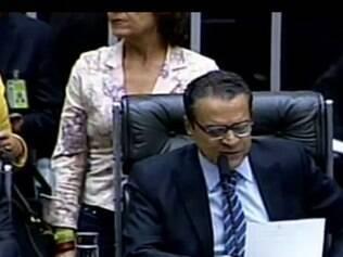 Henrique Alves lendo a decisão dos deputados sobre o Marco Civil