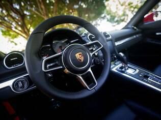 Volante do Porsche 718 Boxster S é o mesmo do superesportivo híbrido 918 Spyder