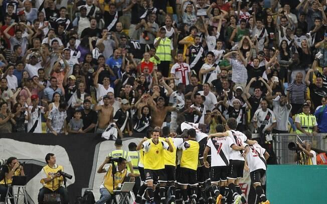 Vasco fez a festa da sua torcida na  reabertura do Maracanã para os clubes cariocas