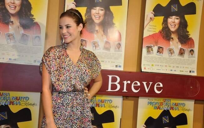 Paola Oliveira já abandonou o visual de Marina, sua personagem na novela