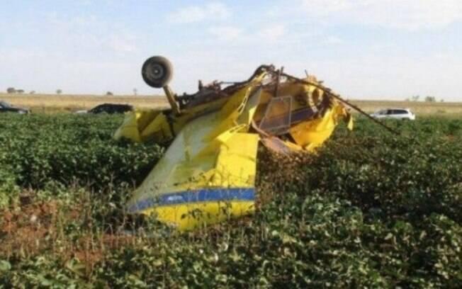 avião após cair no solo