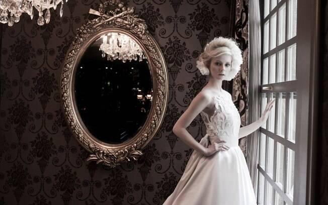 Vestido deve ser escolhido de acordo com o formato do corpo da noiva. Modelo de Solaine Piccoli