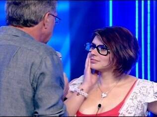 Mayara responde as perguntas de Bial após eliminação