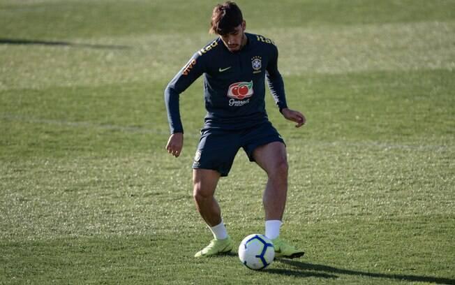Lucas Paquetá durante treino em Portugal